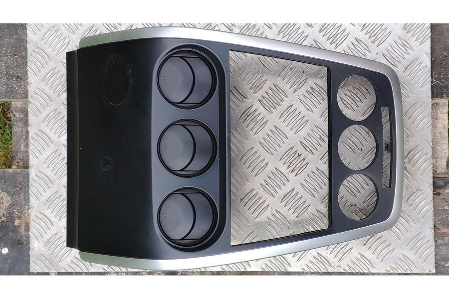 Mazda CX-7 2006-2012 г. рамка магнитолы и климата